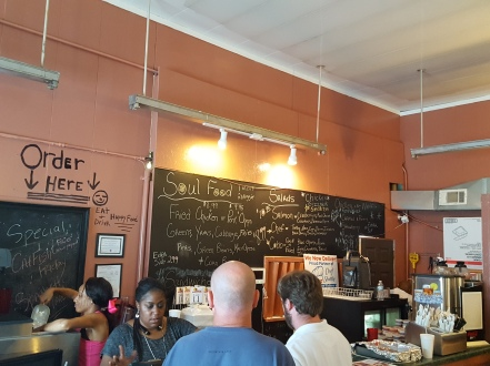 CeCi's Chicken And Waffles Interior