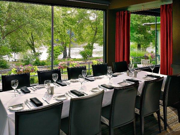 Atlanta- interior restaurant rays
