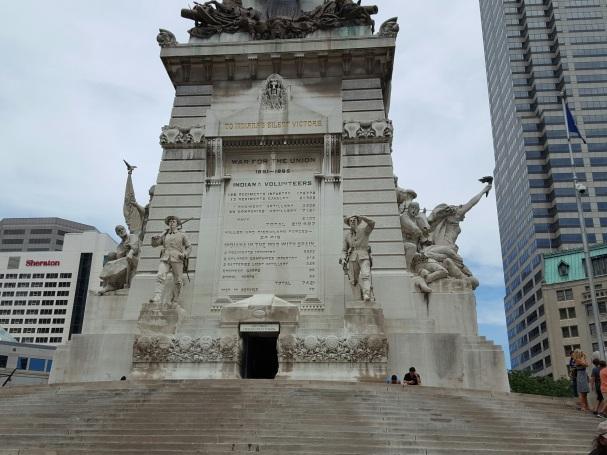 Indianapolis War Statue